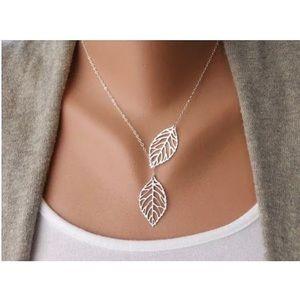 $5 💵 SALE Delicate leaf cutout necklace silver